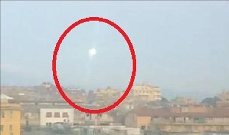 В Риме средь бела дня замечен странный корабль пришельцев