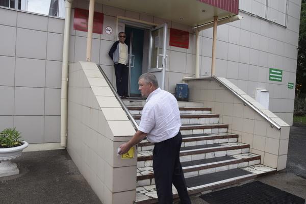 В Уфе партийцы выяснили причины отсутствия доступной среды в Поликлинике №46