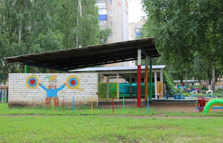 Радий Хабиров поручил оснастить все детские игровые площадки безопасным инвентарем