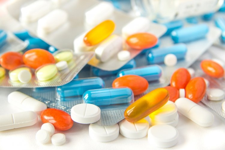 Названы лекарства, которые опасно принимать летом