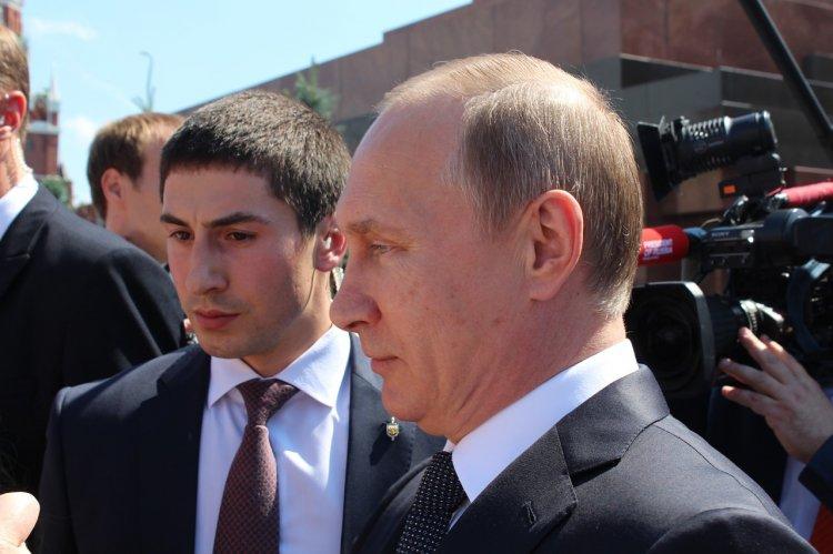 Кремль объяснил выход Путина к людям в Екатеринбурге