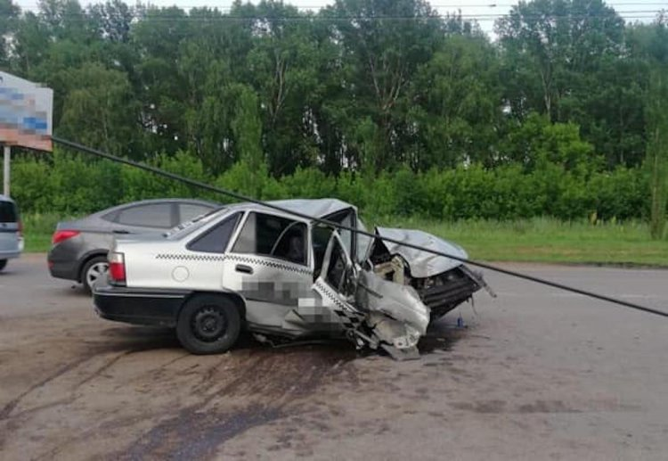 В Стерлитамаке 32-летний водитель за рулем Daewoo Nexia врезался в электроопору