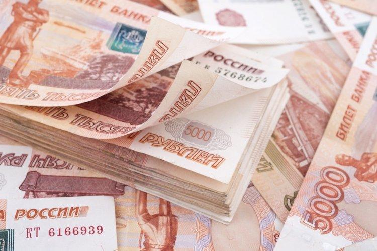 Почти все деньги в России перекочевали в карманы миллионеров