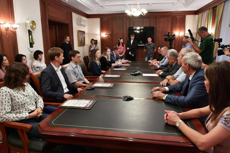 В Уфе Михаил Закомалдин вручил молодым ученым свидетельства на получение грантов Президента России