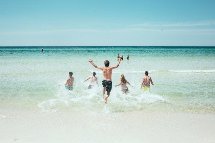 Где отдохнуть на море в середине августа за 40 тысяч рублей на двоих. Ценовой рейтинг направлений