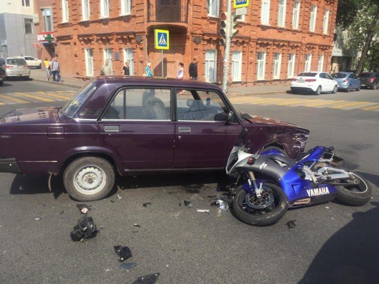 В Уфе автомобиль и мотоцикл не поделили дорогу