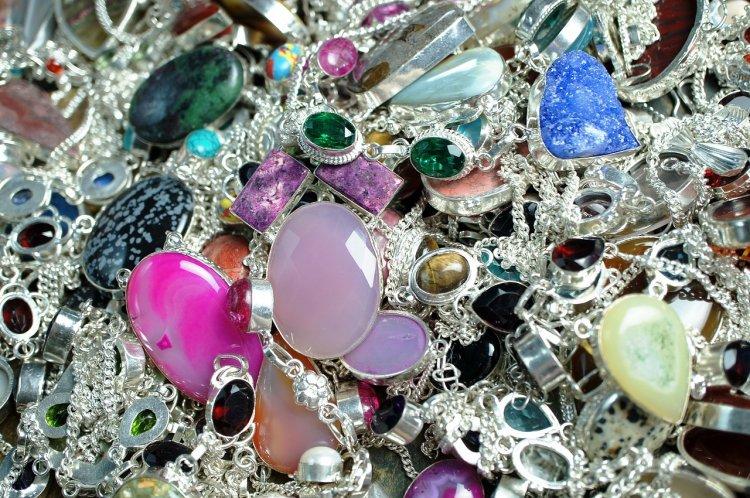Названы украшения и камни, привлекающие удачу