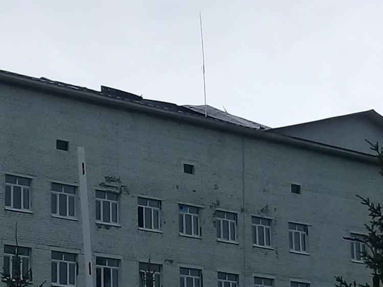 В Башкирии шквалистый ветер сорвал кровлю с крыши больницы