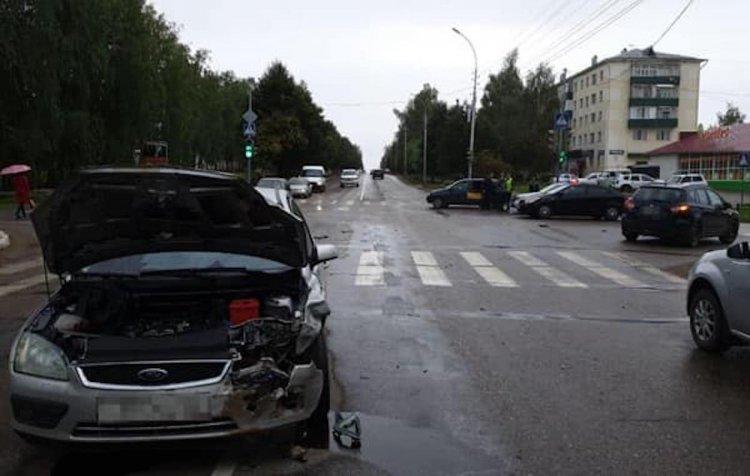 В Башкирии LADA Kalina и Ford Focus не поделили дорогу