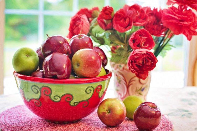 Православные верующие отмечают Яблочный Спас - Преображение Господне 2019