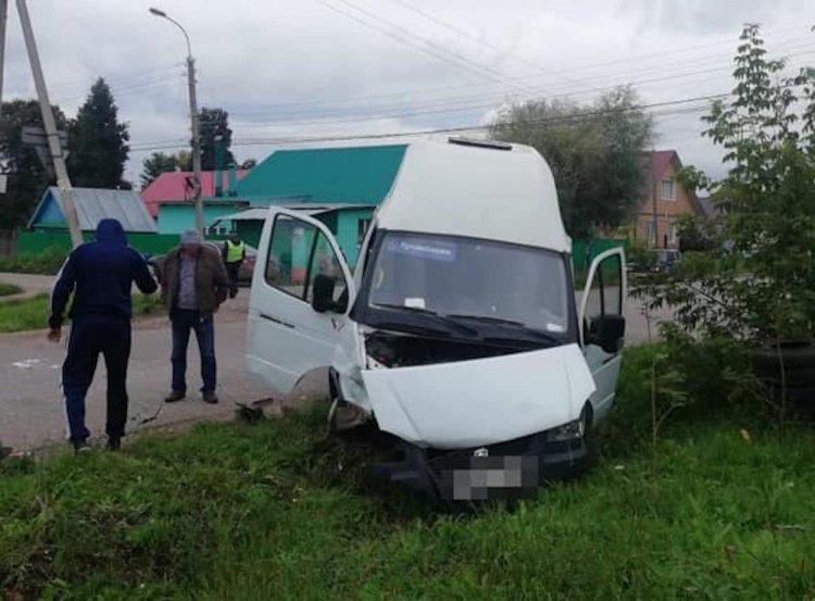 В Стерлитамаке столкнулись «Нива» и «маршрутка», есть пострадавшие