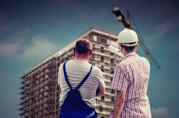 В Уфе при нестандартном рабочем дне больше всего платят строителям и страховщикам