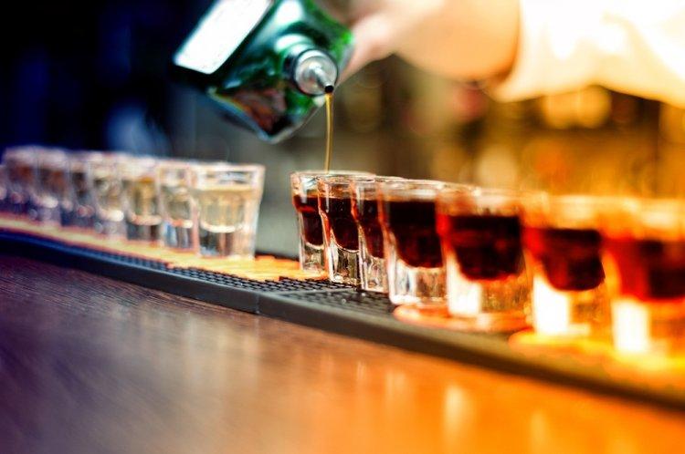 Продажу алкоголя «прижмут» в России