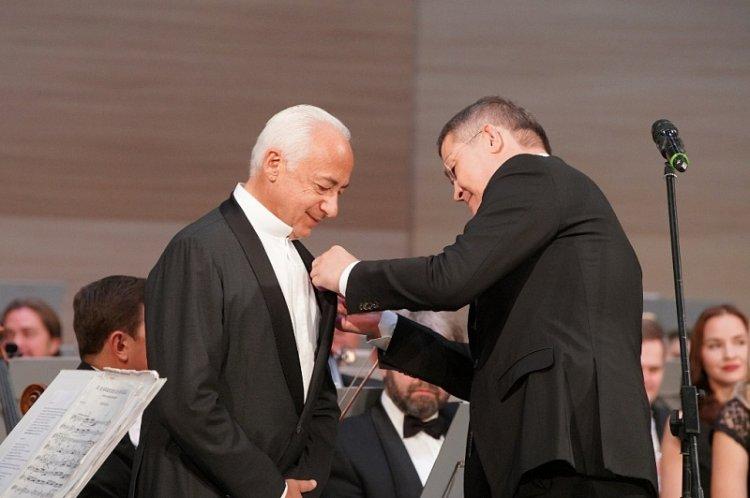 Владимир Спиваков получил из рук Радия Хабирова орден Салавата Юлаева