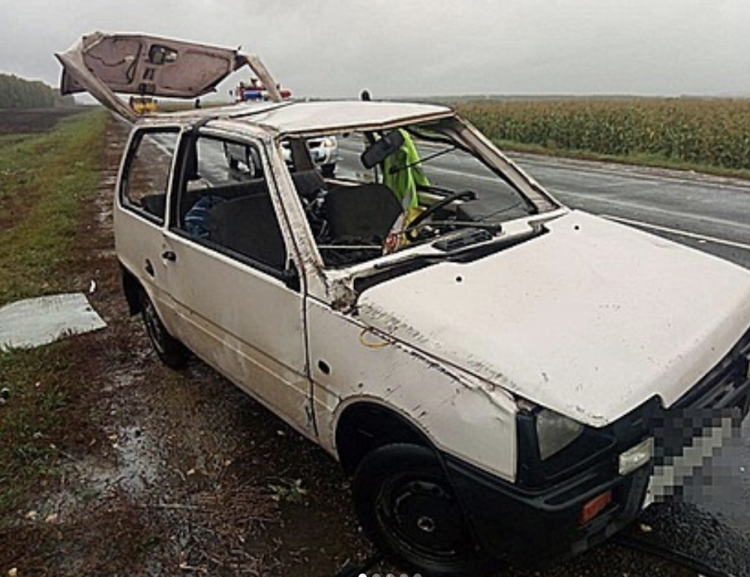 В Башкирии из-за сильного ветра опрокинулся автомобиль: есть пострадавшие