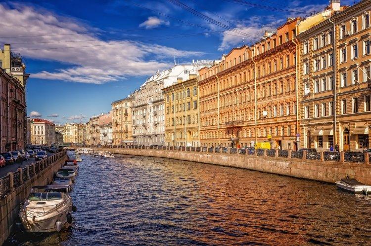Эксперты назвали самые дешевые направления для путешествий в октябре