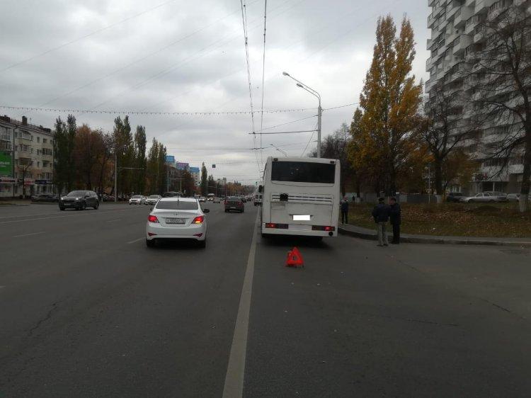 В Уфе женщина, переходившая дорогу в неположенном месте, пострадала от наезда автобуса