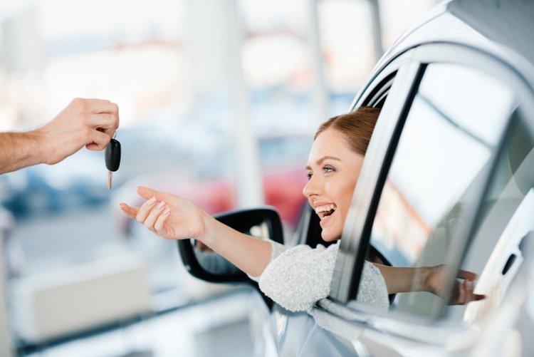 Автосалоны в 2020 году получат право устанавливать номера на новые машины