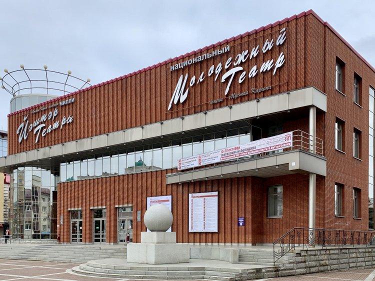 В Молодежном театре им. М. Карима впервые покажут спектакль с живым тифлокомментированием