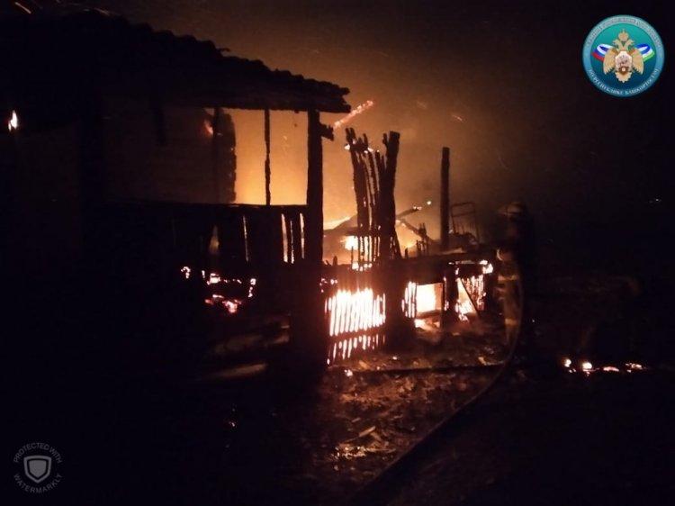 В Башкирии при пожаре погибли женщина и двое детей, три человека ранены