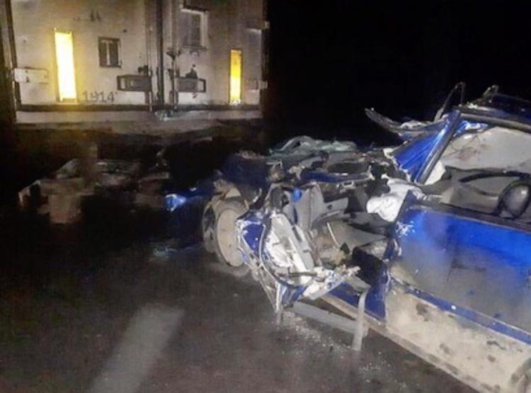 Смертельное ДТП: В Башкирии легковушка влетела в стоящий грузовик