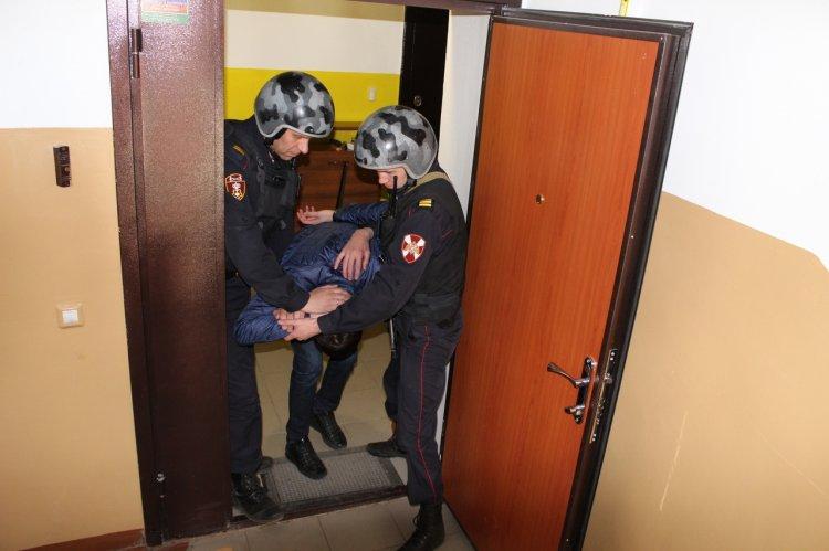 В Башкирии благодаря тревожной кнопке росгвардейцы задержали пьяного дебошира с ножом