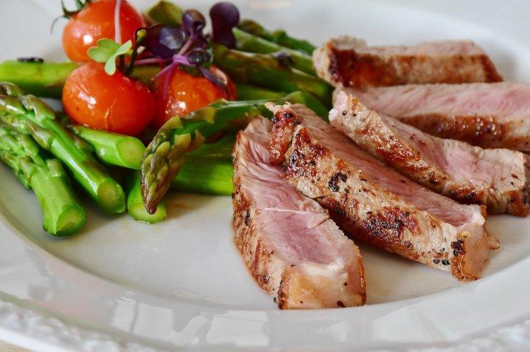 Диетолог рассказала, как правильно есть мясо при похудении