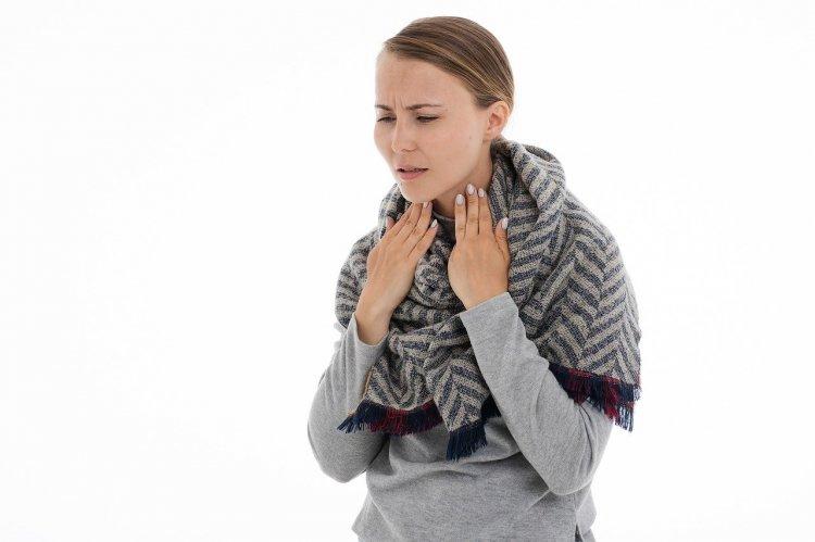 Медики рассказали, как избавиться от боли в горле без лекарств