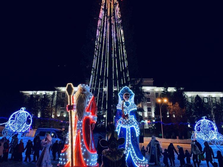 В столице Башкирии открылись главные столичные елки