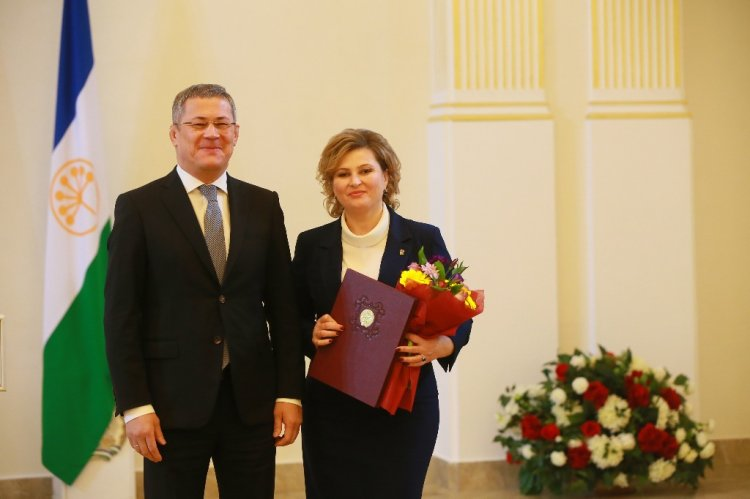 Глава Башкортостана вручил гранты молодым сельским учителям