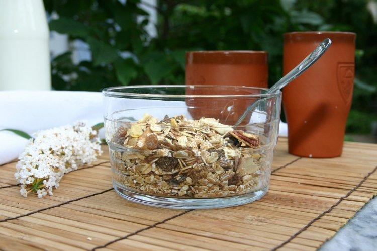 Диета «Кефир с овсянкой» поможет без голоданий быстро сбросить вес