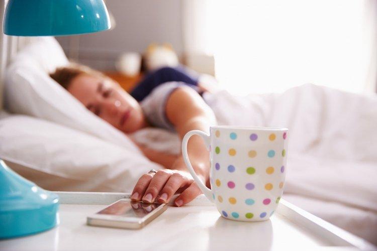 Ученые объяснили, почему нельзя спать рядом со смартфоном
