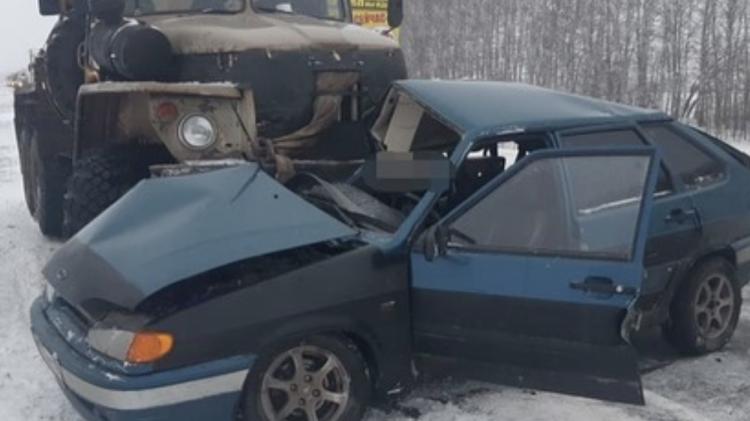 Смертельная авария с легковушкой и грузовиком произошла в Башкирии