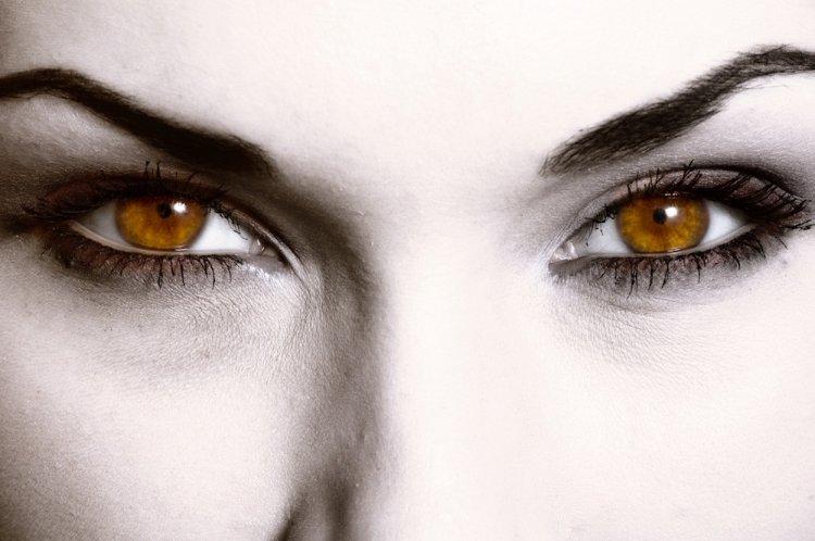Карие глаза: энергетика, характер и цвета, приносящие удачу