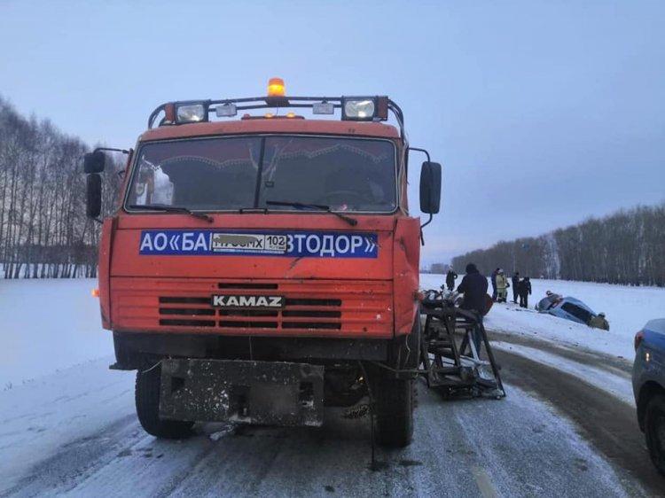 В Башкирии в результате страшного ДТП скончались два человека
