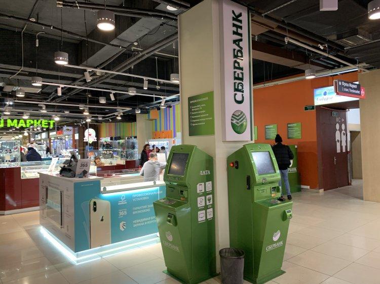 За несколько часов в банкоматах Сбербанка сняли 250 миллиардов рублей
