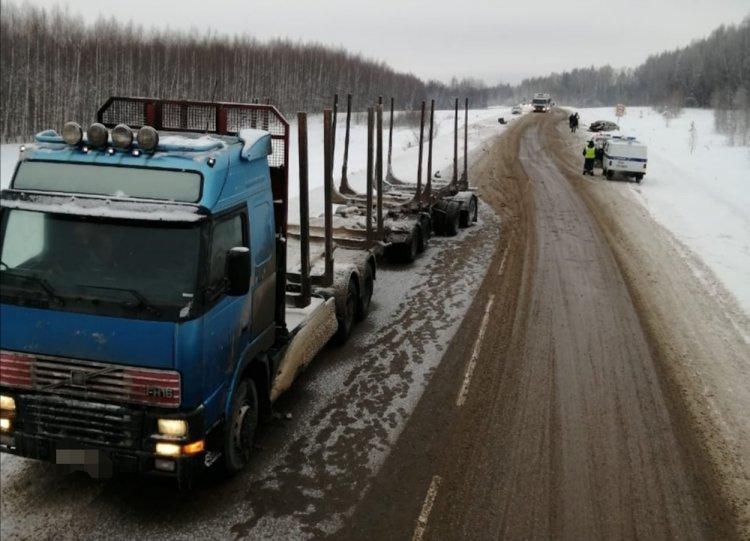 В Башкирии при столкновении с грузовиком погибли водитель «Лады Калины» и его 8-летняя дочь