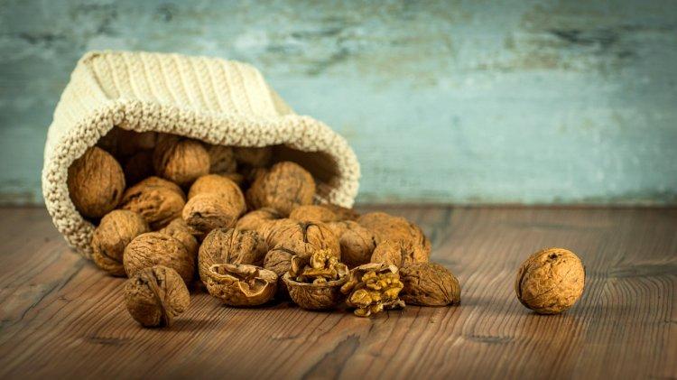Почему медики советуют есть грецкие орехи пожилым людям?