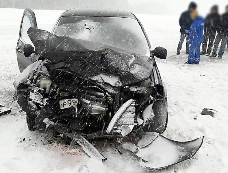 В Башкирии при лобовом столкновении двух машин погибла женщина