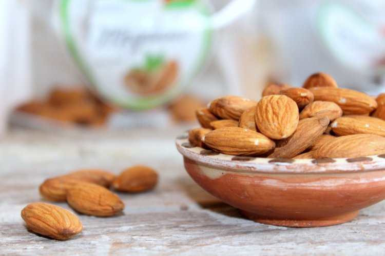 Почему ученые советуют съедать утром по 4-5 орехов миндаля