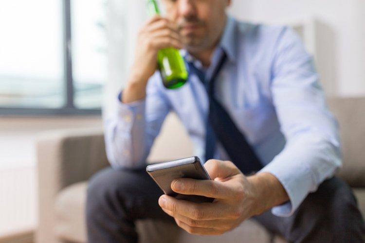 Работающие больше 48 часов в неделю рискуют стать алкоголиками