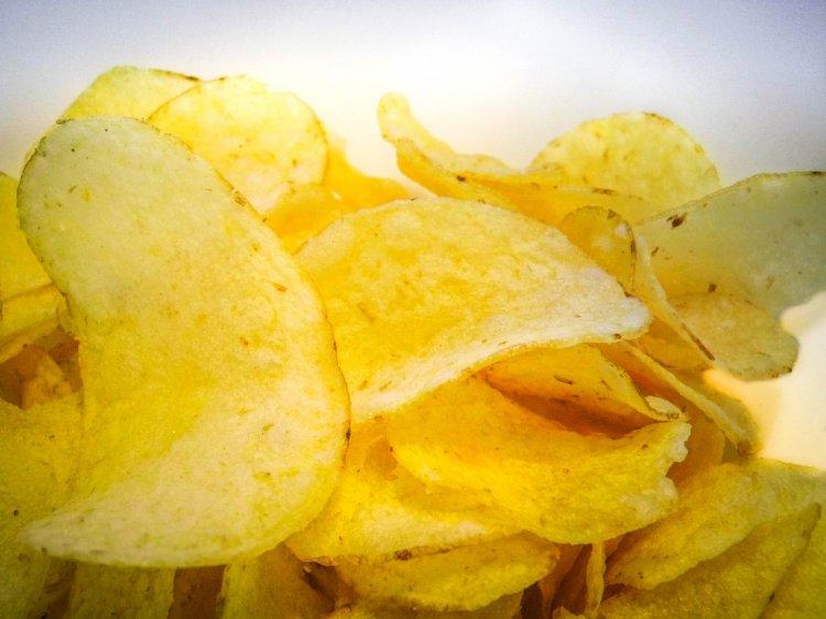 Картошка в микроволновке: за 6 минут делаем вкусные чипсы