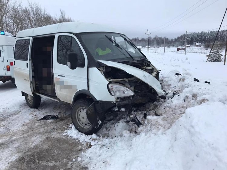В Башкирии столкнулись встречные Hyundai Solaris и ГАЗ-«Соболь»