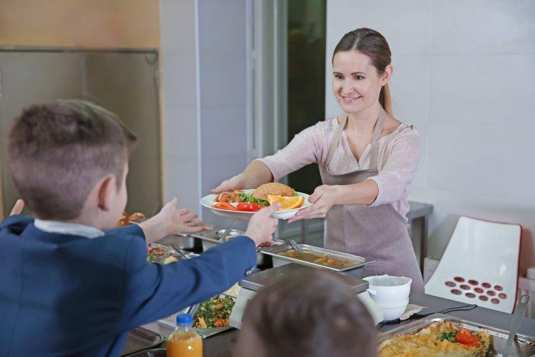 Стало известно, когда в школах Башкирии начнут кормить детей бесплатно