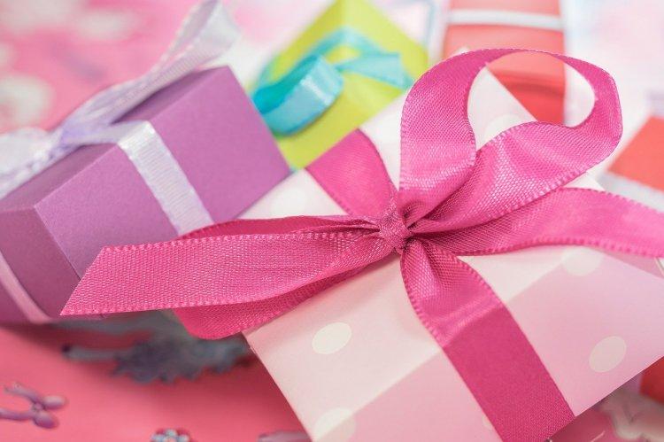 Российские женщины назвали желаемые подарки на 8 марта