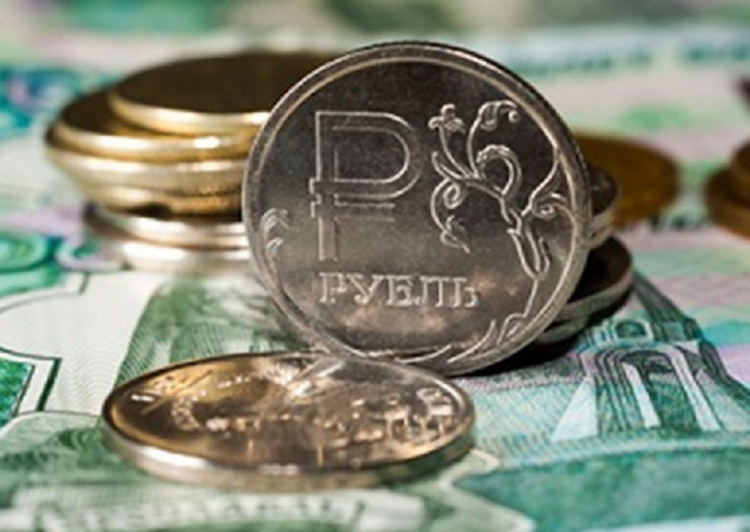 Торги на Московской бирже начались с обвала рубля