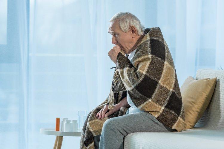 Как пожилым людям защититься от вирусных инфекций, рассказал эксперт Роспотребнадзора