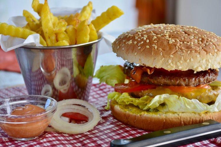 Диетолог рассказала, сколько в неделю можно есть бургеров