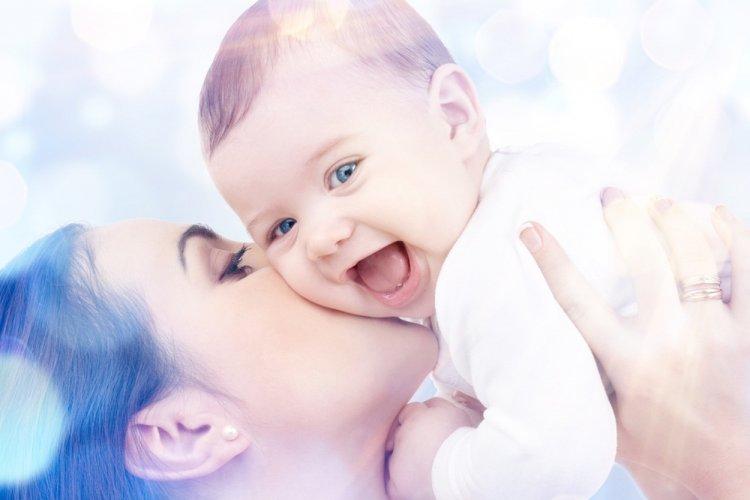 Астрологи рассказали, в каком месяце рождаются наиболее ласковые детки