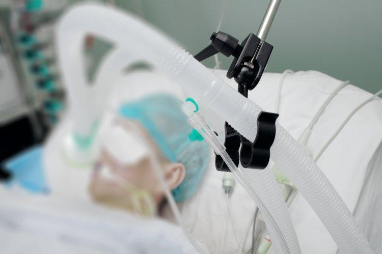 Почти 40% пациентов в Москве с коронавирусом на ИВЛ моложе 40 лет